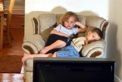 copii-la-televizor.jpg