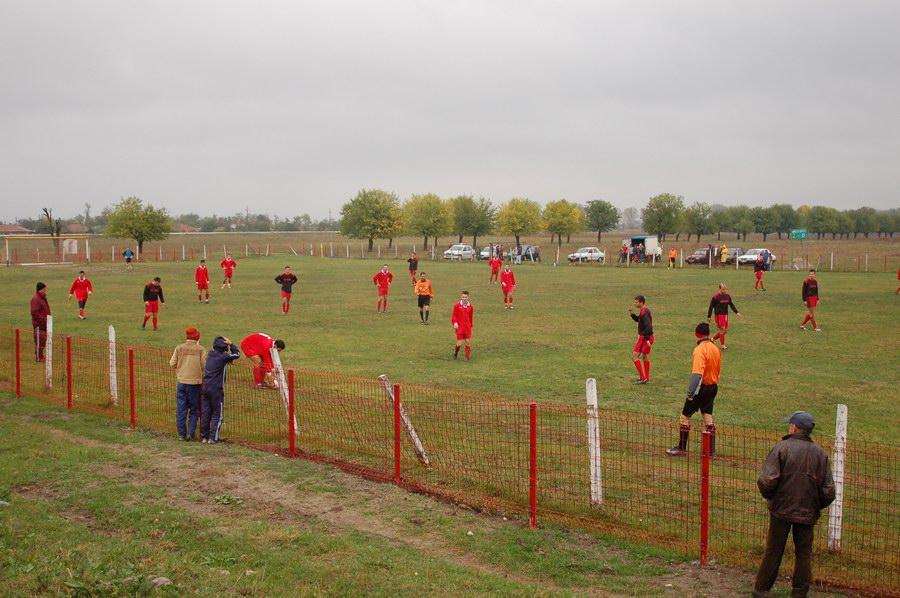 http://www.guraialomitei.com/wp-content/gallery/site1/fotbal-pe-imas.jpg