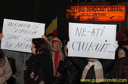 la pdl Flacăra revoluţiei s a reaprins şi la Slobozia. După vreo trei ore, s a stins. raed arafat proteste slobozia proteste in ialomita
