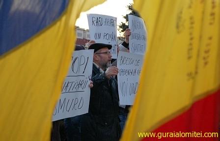 revolutionarii din 89 sunt prezenti in piata Flacăra revoluţiei s a reaprins şi la Slobozia. După vreo trei ore, s a stins. raed arafat proteste slobozia proteste in ialomita