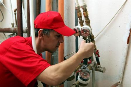 Lucrator-Instalator-pentru-Construcţii